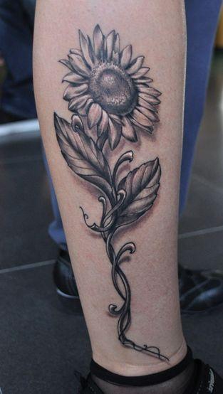 女生腿部唯美的向日葵花纹身图案图片