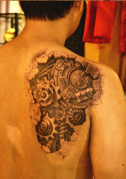 男生肩背超酷的机械纹身图案图片