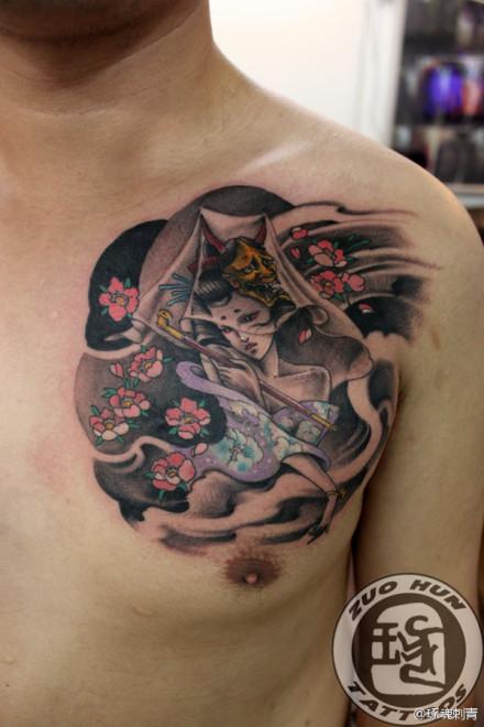 男人前胸艺妓美女纹身图案