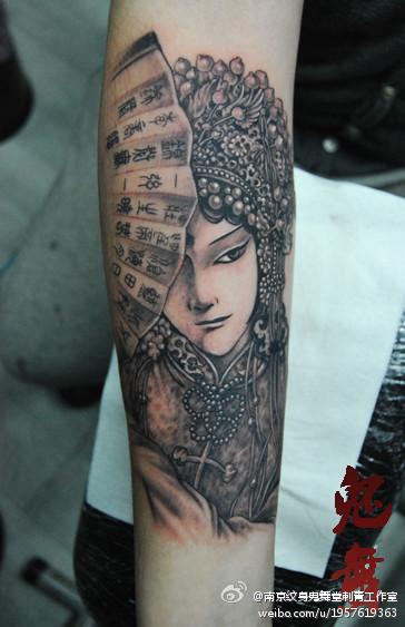 漂亮的美女花旦纹身图案
