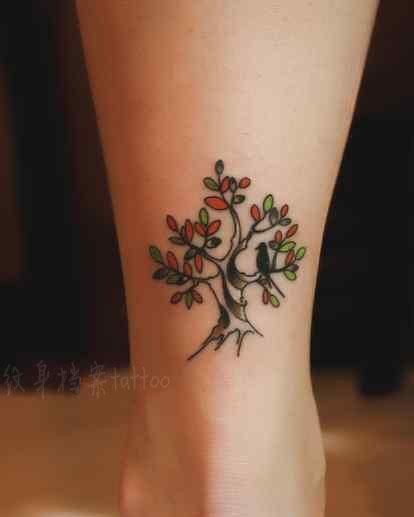 女生腿部好看流行的小树与小鸟纹身图案