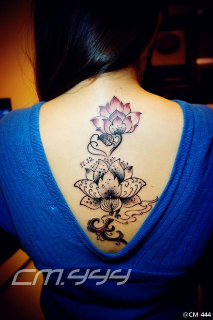 的莲花纹身图案
