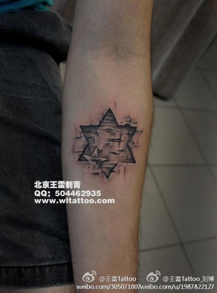 女生手臂好看的黑白六芒星纹身图案