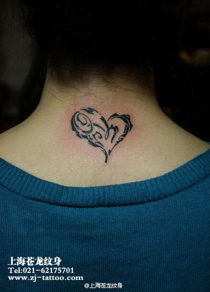 唯美好看的女生颈部图腾爱心纹身图案
