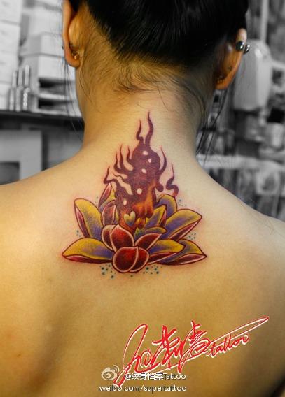 花与火焰纹身图案