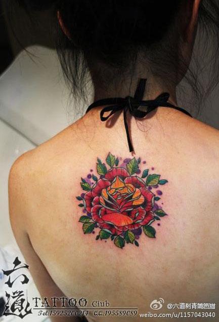 看的欧美风格的玫瑰花纹身图案图片