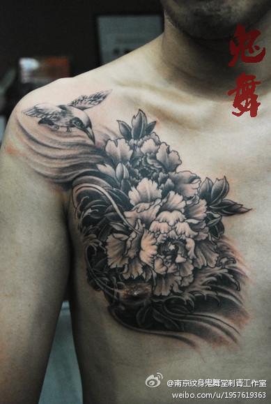 黑白牡丹花纹身图案