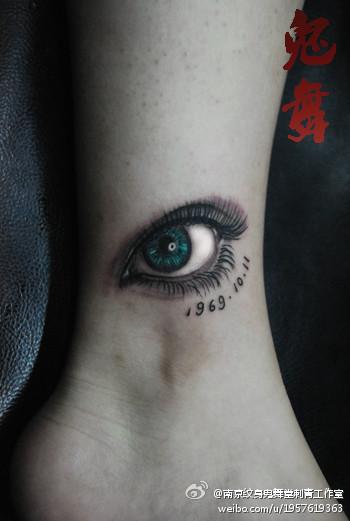 一款腿部好看的眼睛纹身图案图片
