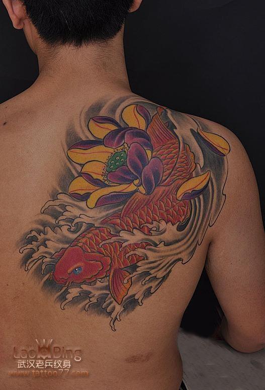 武汉最好纹身店 帅气的后背鲤鱼纹身图案作品