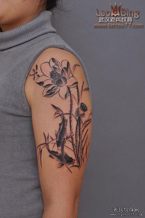 江城最好纹身店打造的大臂水墨莲花纹身图案作品