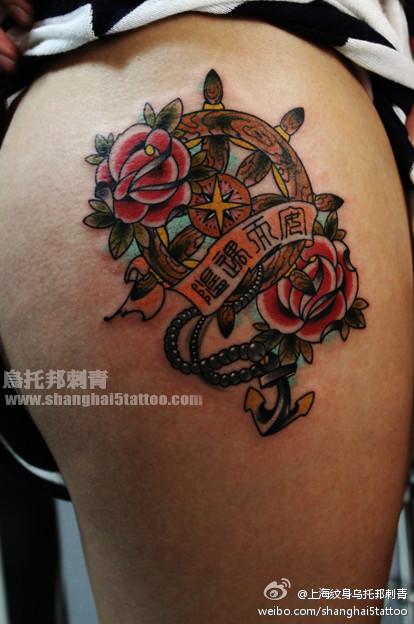 腿部时尚流行的船舵纹身图案图片