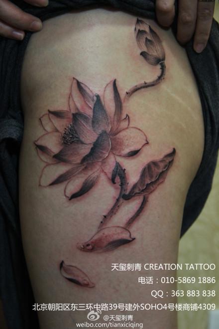 好看的水墨莲花纹身; 水墨荷花纹身图片下载分享;