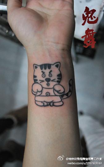 手腕女生纹身图案图片_手腕女生纹身图案图片下载