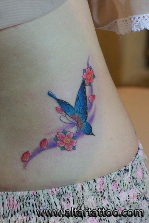 美女腰部漂亮好看的彩色蝴蝶纹身图案