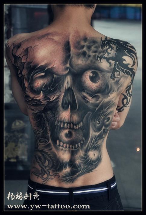超酷的男生满背骷髅纹身图案图片