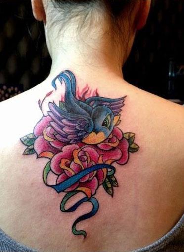 燕子与玫瑰花纹身图案