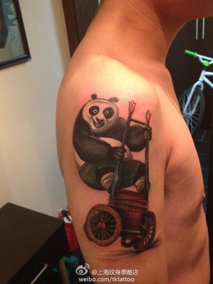 手臂可爱的功夫熊猫纹身图案