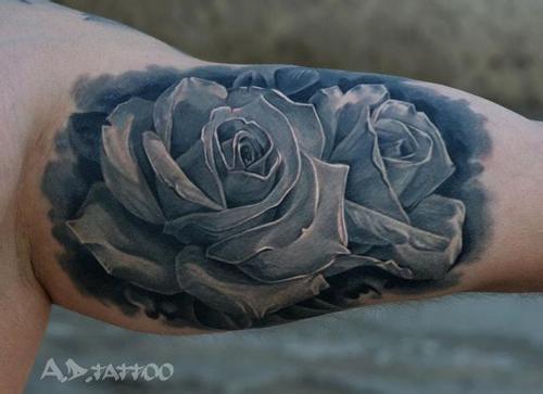 手臂经典的欧美风格的玫瑰花纹身图案