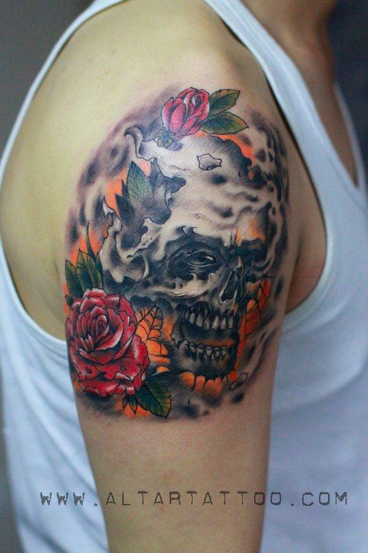 男人手臂帅气超酷的欧美骷髅与玫瑰花纹身图案