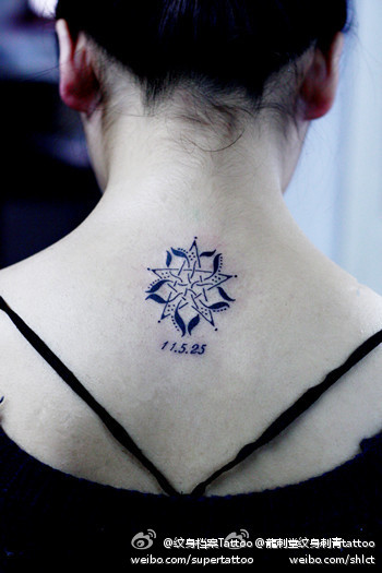 女生半背纹身图案 女生背部唯美好看的莲花纹身图案