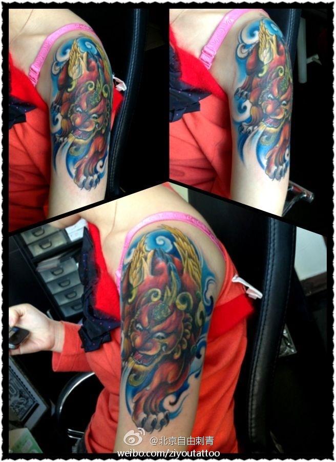 男人肩背帅气经典的招财貔貅纹身图案图片
