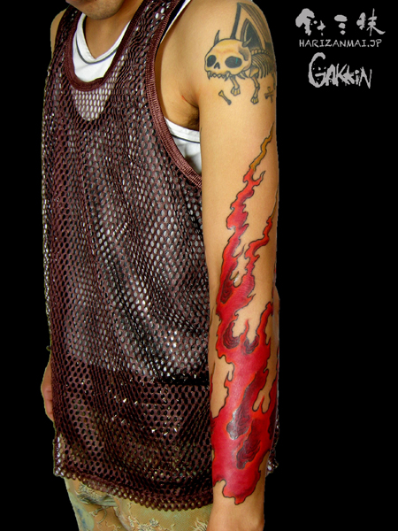手臂经典帅气的火焰纹身图案图片