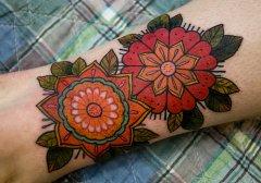 男人腿部精美时尚的欧美花卉纹身图案