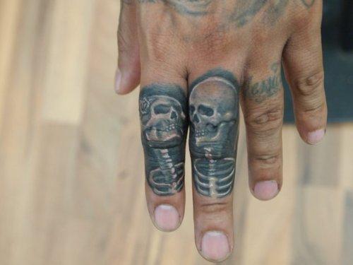 男生手指经典帅气的骷髅纹身图案