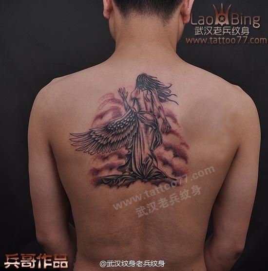 后背女天使纹身由武汉最好纹身店老兵打造
