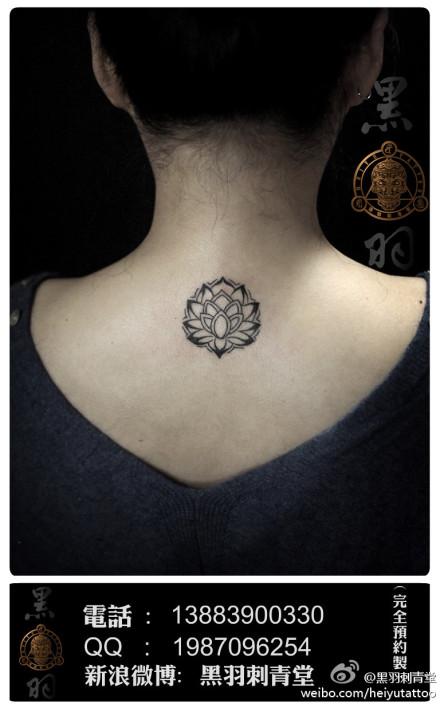 女生脖子后图腾莲花纹身图案