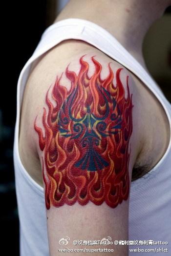 手臂火焰纹身图案