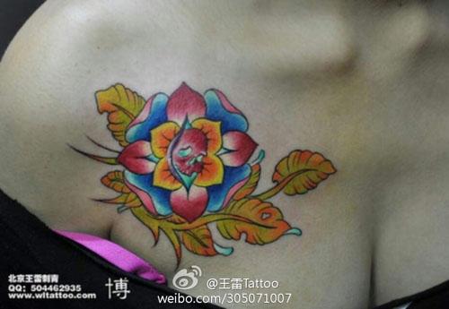 锁骨花卉纹身一对分享展示