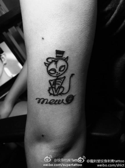 女生手臂另类时尚的猫咪纹身图案