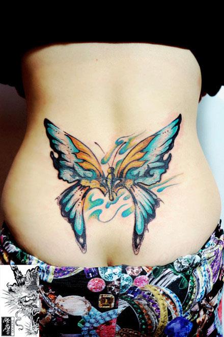 美女腰部漂亮时尚的蝴蝶纹身图案