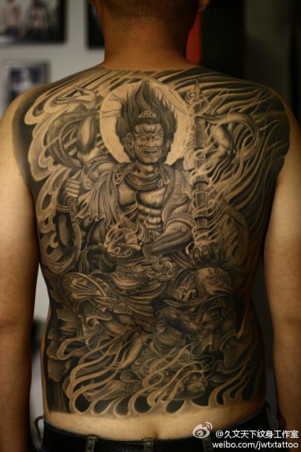 男人后背超酷满背不动明王纹身图案