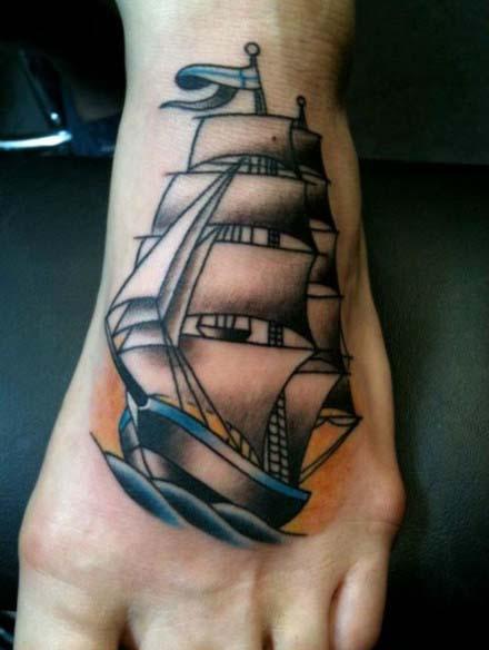 脚部时尚流行的帆船纹身图案