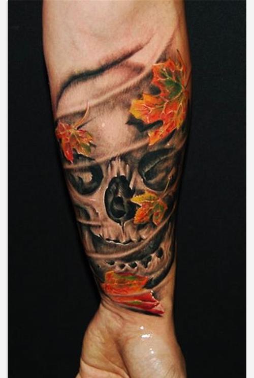 手臂漂亮时尚的欧美骷髅与枫叶纹身图案