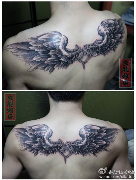 男生后背超酷时尚的翅膀纹身图案