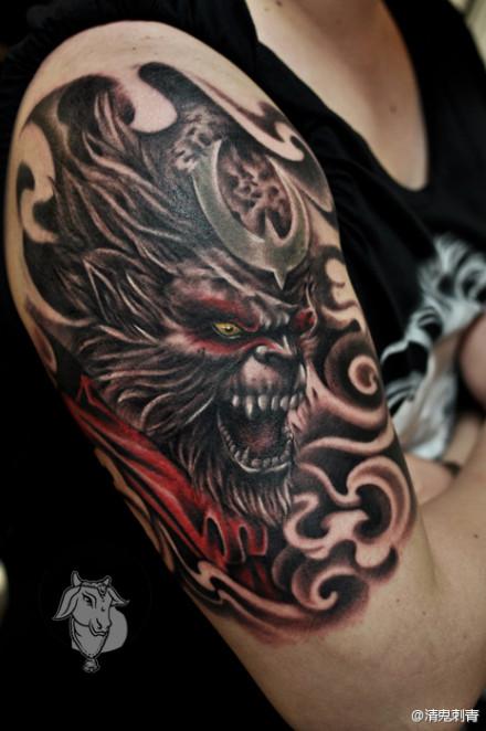 男生手臂凶悍霸气的孙悟空纹身图案