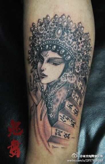 腿部漂亮魅惑的美女花旦纹身图案