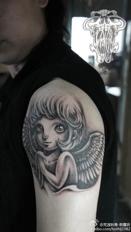 手臂可爱潮流的小天使纹身图案