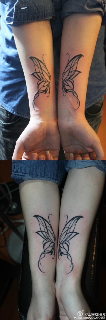 女生手臂潮流好看的图腾蝴蝶翅膀纹身图案