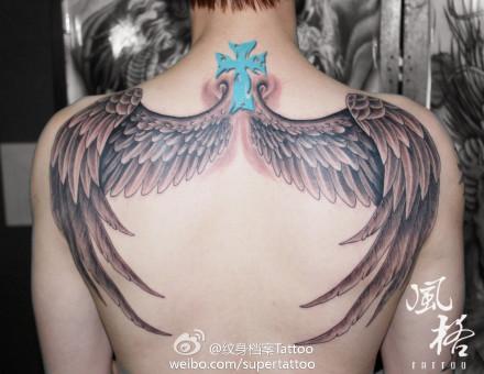 使翅膀纹身图案图片