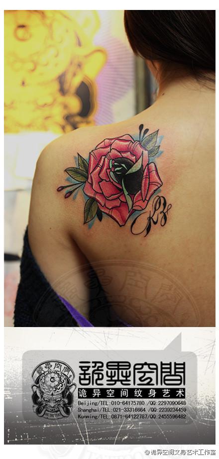 美女后背漂亮精美的玫瑰花纹身图案