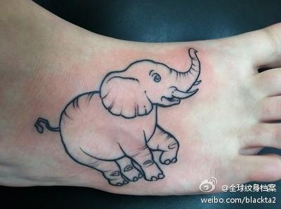 脚部一款潮流经典的线条大象纹身图案