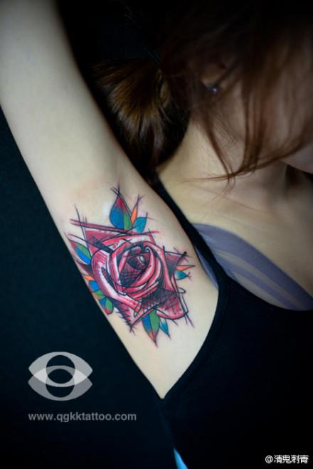 亮的玫瑰花纹身图案
