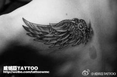 男人后肩背超帅的机械翅膀纹身图案
