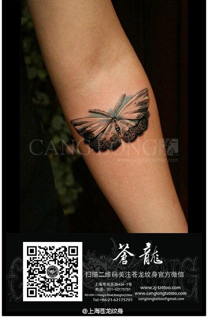 女生手臂漂亮好看的蕾丝蝴蝶纹身图案