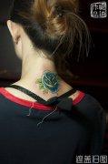 遮盖旧图,颈部SCHOOL玫瑰纹身出自武汉最好纹身店作品