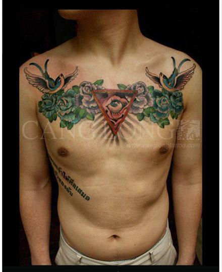 男人前胸超帅经典的上帝之眼玫瑰花纹身图案